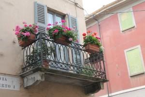 Schöner Balkon in einem der vielen kleinen Orte am Lago Maggiore