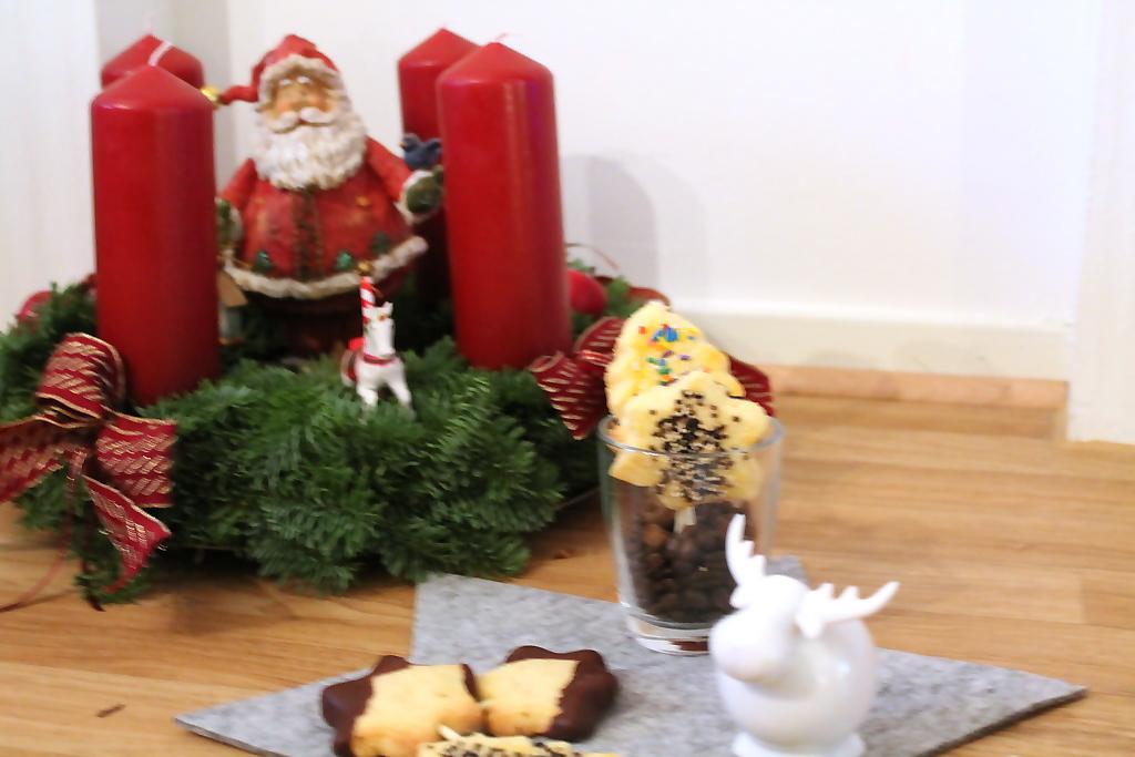 in der weihnachtsb ckerei buttergeb ck am stiel elas. Black Bedroom Furniture Sets. Home Design Ideas